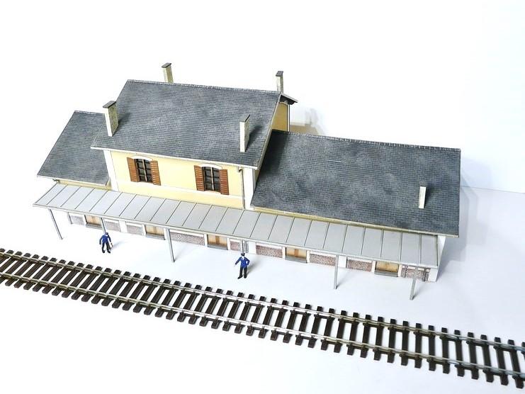 [Bois Modelisme] La gare d'Egrèze Maquette_gare_ho_maquette_ho_maquette_ho_train_maquette_bois_a_construire_maquette_bois_maquette_carton_maquette_en_bois_maquette_bois_batiment_modele_reduit_ho_BOIS_MODELISME_11
