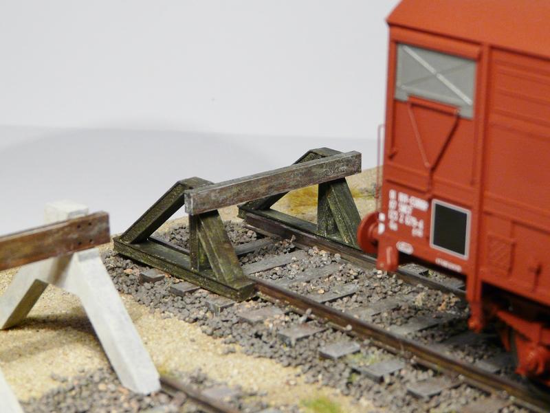Nouveautés O : HeurtoirS, Palettes, Fut, Feux fin de convoi, Bouteille Gaz, Boite aux Lettres Etc. Heurtoir_train_o_heurtoir_LED_butoir_o_butoir_LED_rail_heurtoir_rail_heurtoir_o_feu_de_heurtoir_butoir_led_o_heurtoir_bi_bloc_heurtoir_bi_bloc_o_heurtoir_moderne_1