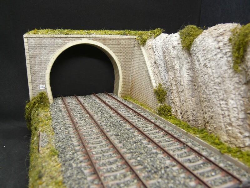 Entrées de tunnel avec murs de soutènement Entree_de_tunnel_avec_remblai_echelle_ho_entree_tunnel_avec_mur_de_soutenement_entree_tunnel_bois_modelisme_entree_de_tunnel_SAI_tunnel_ho_3
